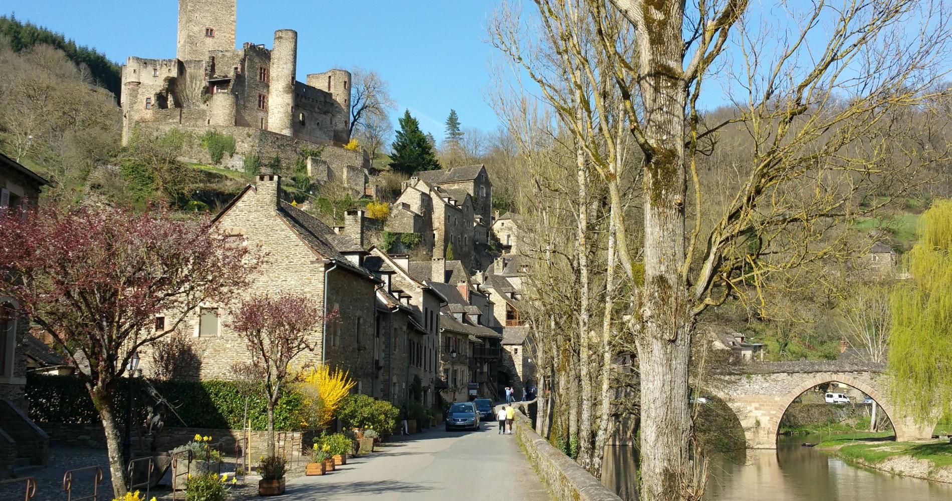 Aveyron. Belcastel. Chambre d'hote Aveyron.  Occitanie. Etape VRP. Chateau