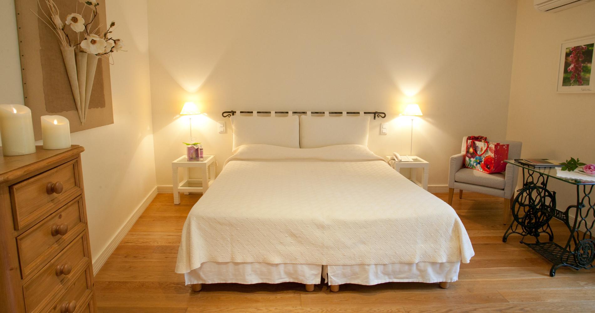 Les chambres de l 39 hotel du vieux pont belcastel en aveyron for Hotel du collectionneur nombre de chambres
