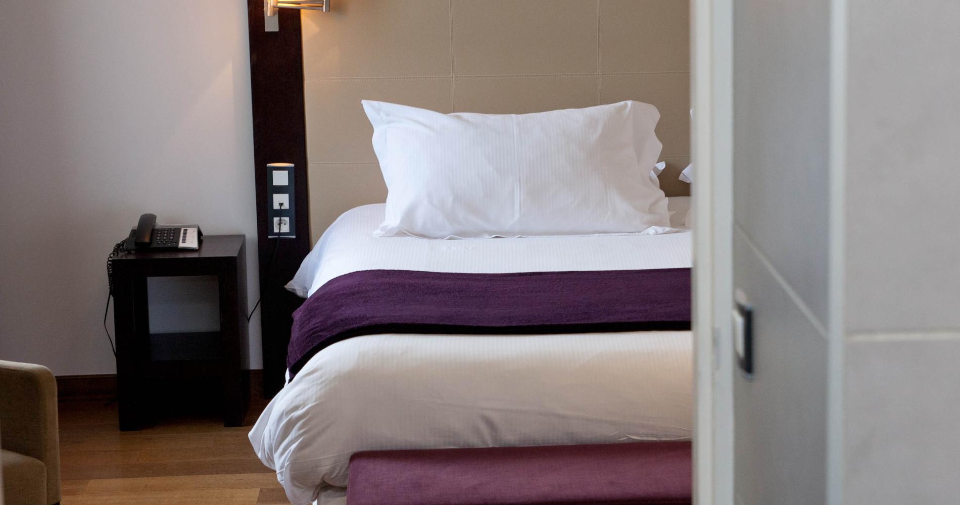 chambres de l 39 hotel 4 toiles la ferme de bourran rodez aveyron. Black Bedroom Furniture Sets. Home Design Ideas